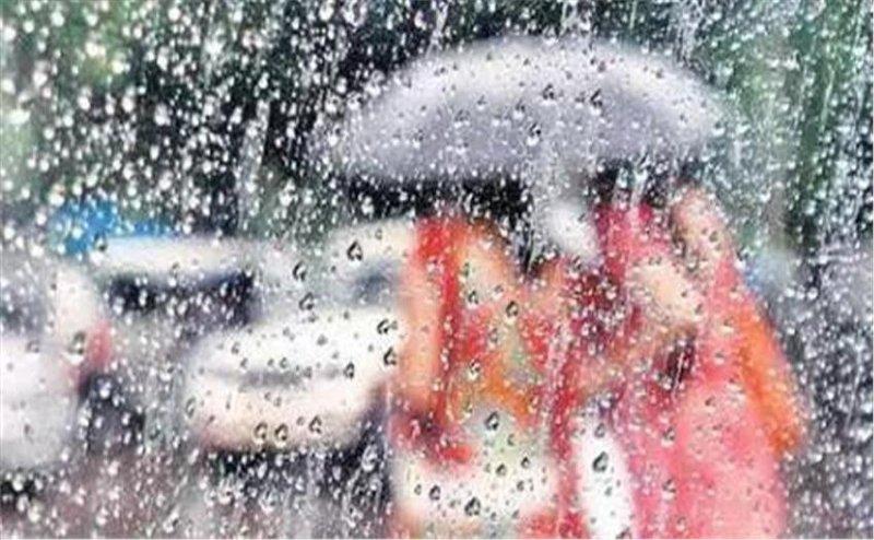नोएडा में हल्की बारिश से बढ़ी उमस