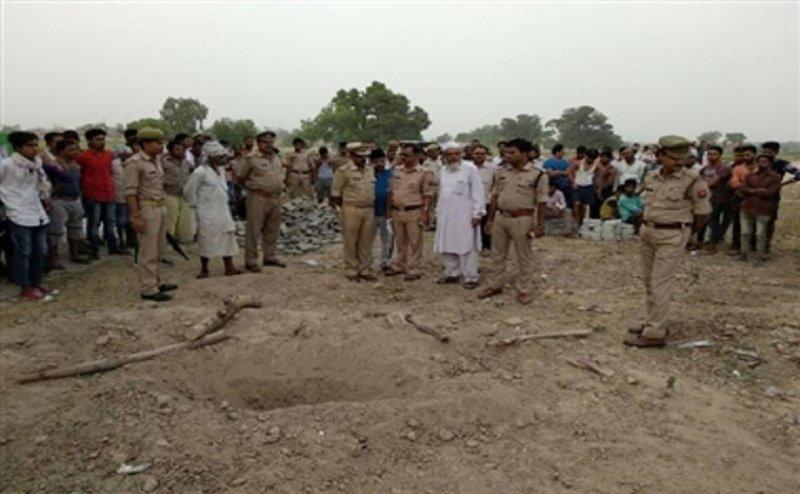 मैनपुरी में तंत्र मंत्र के लिए महिला की खोदी गई कब्र
