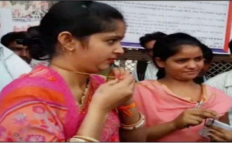 UP पुलिस भर्ती परीक्षा: महिला अभ्यर्थियों से उतरवाए मंगलसूत्र
