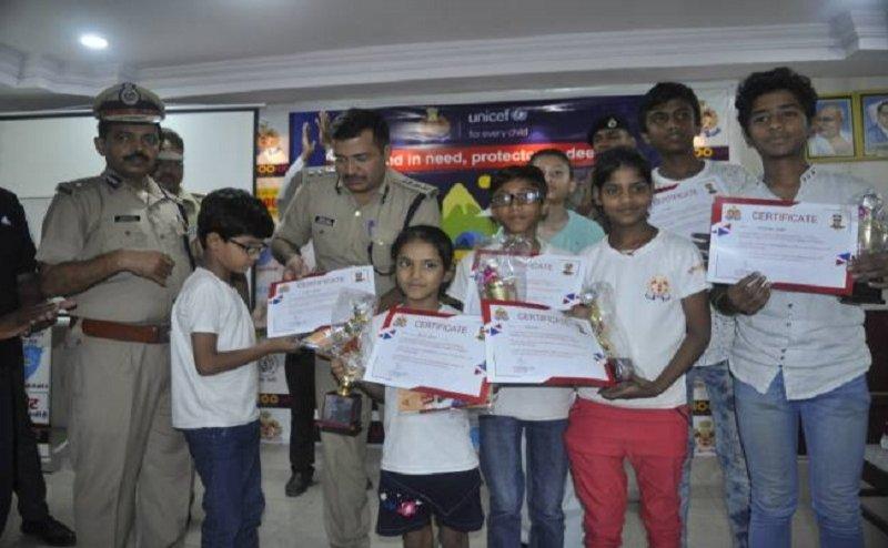 डीजीपी के निर्देश पर कानपुर में यूपी 100 की गाड़ियों से बच्चों ने की पेट्रोलिंग