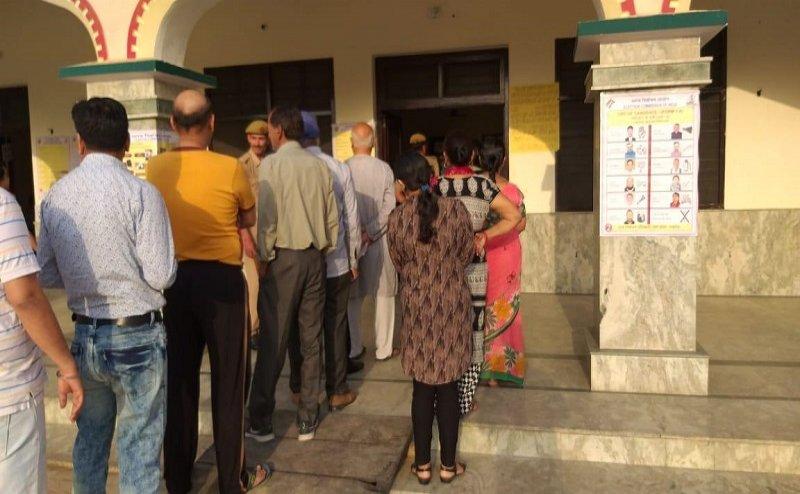 LOK SABHA ELECTION 2019: यूपी के सहारनपुर में 100 से ज्यादा EVM खराब