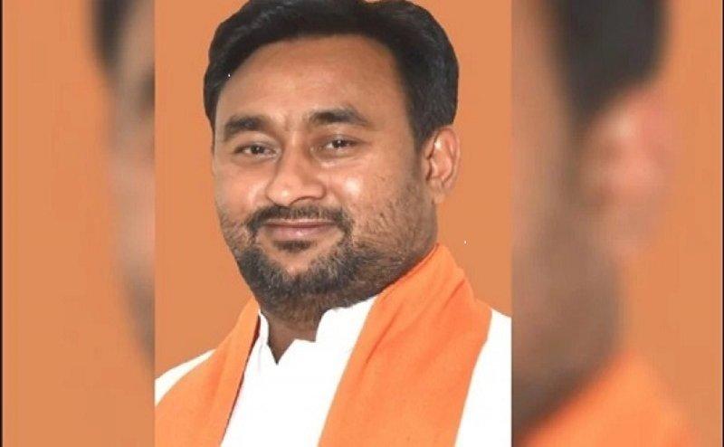 बुलंदशहर के BJP प्रत्याशी भोला सिंह को EC ने किया नज़रबंद, सभी बूथो में जाने पर लगी रोक