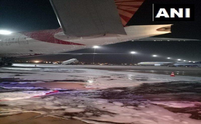 दिल्ली एयरपोर्ट पर एयर इंडिया के विमान में लगी आग, मरम्मत के दौरान हुआ हादसा