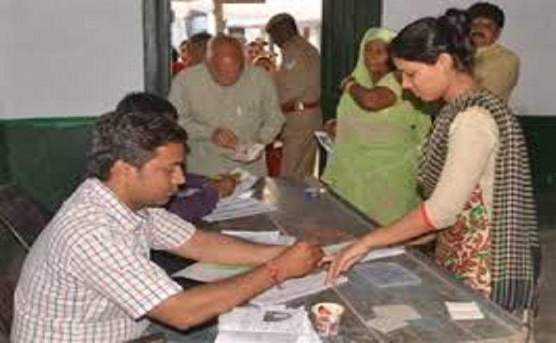 Lok Sabha Election 2019: MP की 6 सीटों पर 2 बजे तक 32 फीसदी वोटिंग, गर्मी से मतदान हुआ सुस्त