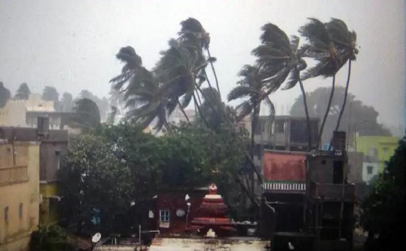 Cyclone Fani: बिहार में आंधी के साथ तेज बारिश, ये ट्रेनें की गईं रद्द...वायुयानों पर भी असर