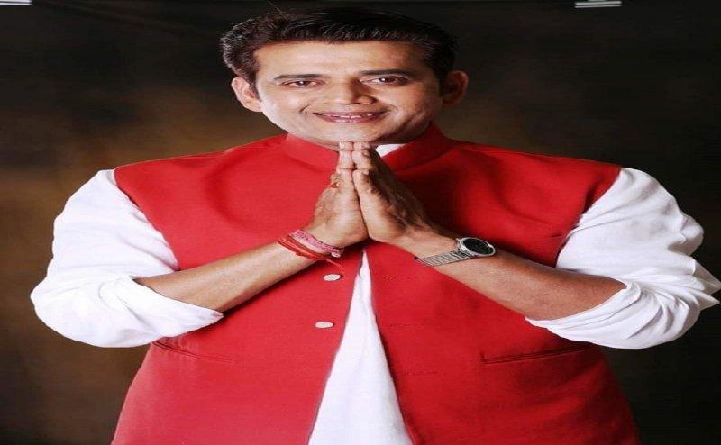 भोजपुरिया 'बिग बी'  रवि किशन हैं कंजूस, गोरखपुर के वोटर्स ले रहे हैं कुछ इस तरह से मजे