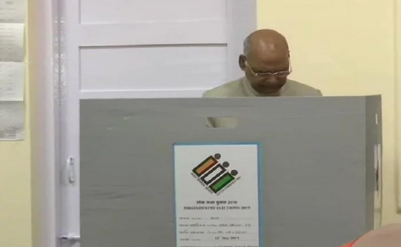 Lok Sabha Election 2019: राष्ट्रपति रामनाथ कोविंद ने पत्नी संग दिल्ली में किया मतदान