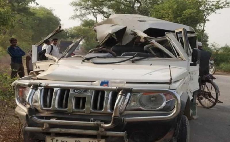 UP में हुआ भयावह सड़क हादसा, बरातियों से भरी बोलेरो से हुई ट्रक की टक्कर, दो लोगों की मौत