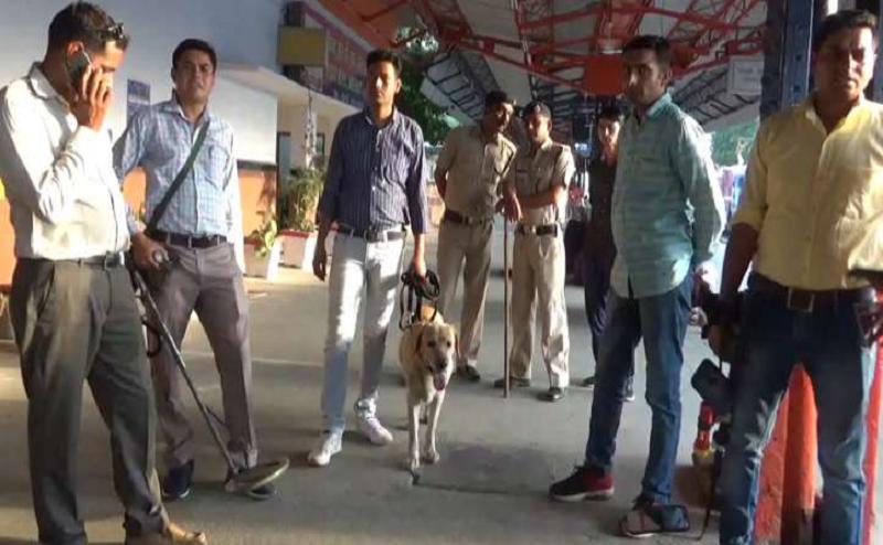 गाजियाबाद समेत UP के सात स्टेशनों को बम से उड़ाने की मिली धमकी, अलर्ट जारी
