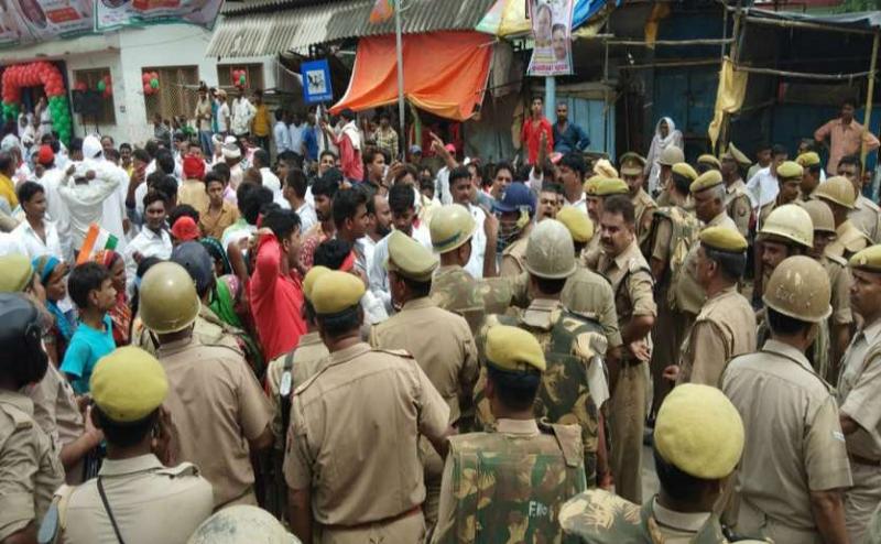 Lok Sabha Election 2019:  UP के चंदौली में वोटिंग के दौरान आपस में भिड़े BJP और SP कार्यकर्ता