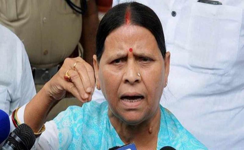 राबड़ी देवी ने उठाया चुनाव आयोग पर सवाल, कहा- ट्रकों में पकड़ी जा रही EVM,कहां जा रही है?