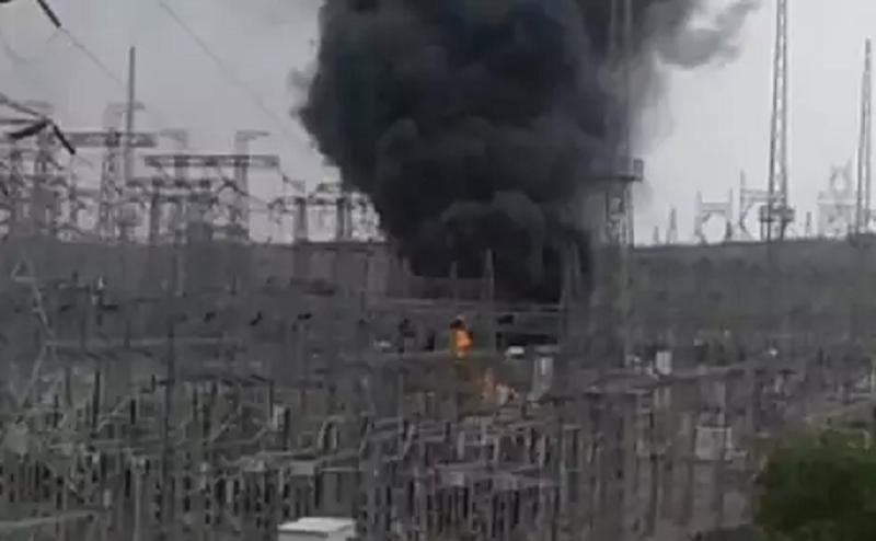 इंदौर के पावर ग्रिड में लगी भीषण आग, 50 हजार घरों में छाया अंधेरा
