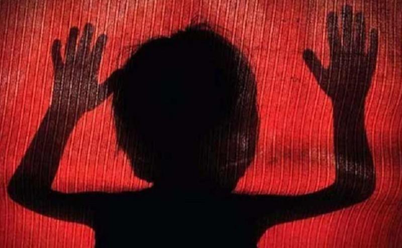 अलीगढ़ मर्डर केस: ढाई वर्ष की बच्ची की हत्या ने झकझोर दिया बड़ों का दिल, इंस्पेक्टर सहित पांच निलंबित