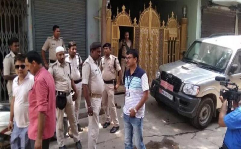 बिहार: घूस लेते निगरानी के हत्थे चढ़ा नोटों के ढेर पर बैठा इंजीनियर, घर से मिले करोड़ों रुपए