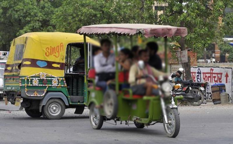 दुलारने के बहाने ई-रिक्शा चालक ने बच्चे को गोद में बिठाया, फिर की ऐसी घिनौनी हरकत कि...