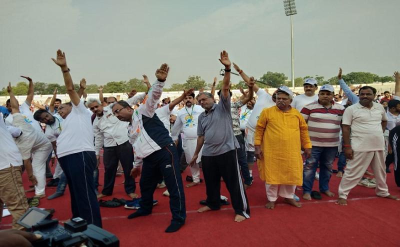 बिहार: योग दिवस से CM नीतीश ने किया किनारा, डिप्टी CM बोले- पीएम मोदी ने बढ़ाया देश का मान