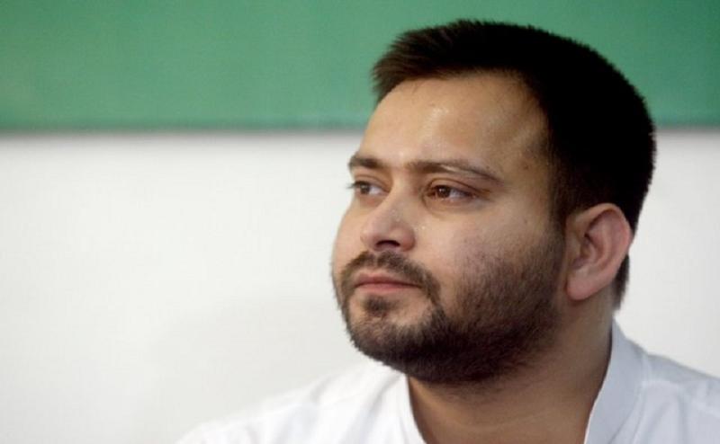 बिहार की राजनीति से तेजस्वी यादव 'गायब', संकट में आरजेडी