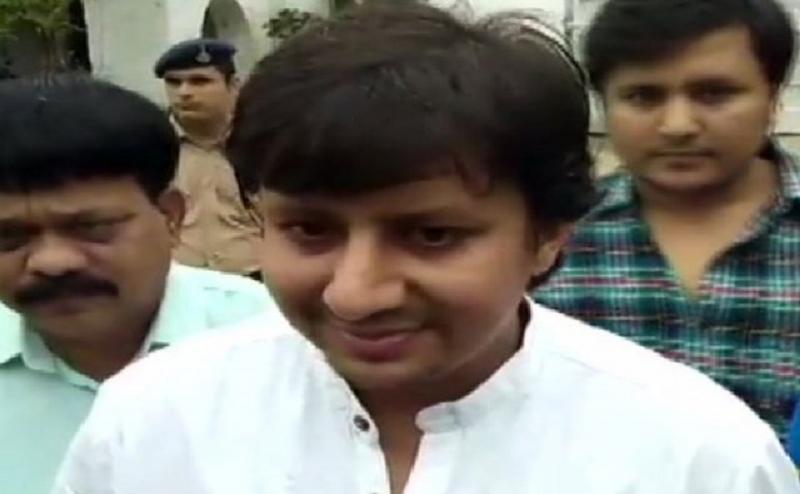 बीजेपी MLA आकाश विजयवर्गीय जेल से रिहा, जमानत मिलने की खुशी में समर्थकों ने इंदौर में हर्ष फायरिंग की