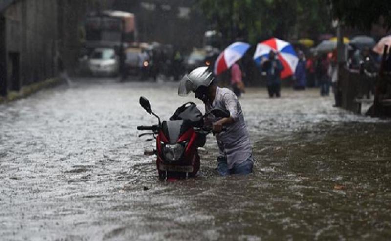 बारिश से आफत : यूपी में 11 की मौत, उत्तराखंड में अलर्ट जारी, बिहार में नदियां उफनाईं
