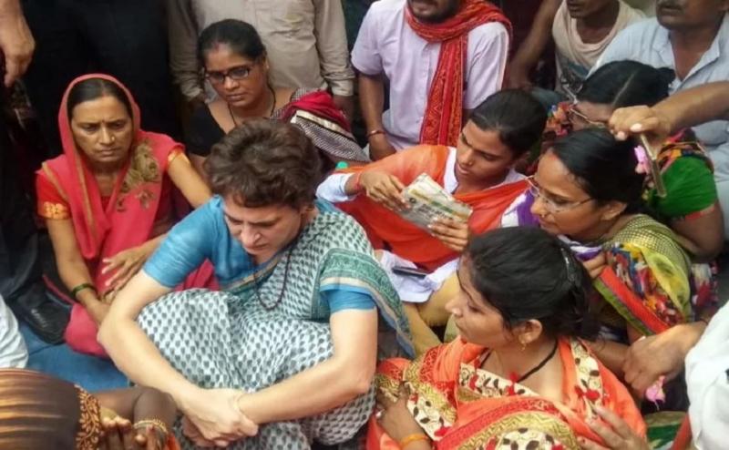 प्रियंका गांधी ने रातभर दिया धरना, कहा- 'पीड़ित परिवारों से मिले बिना नहीं जाऊंगी'