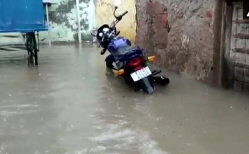 राजस्थान में तीन दिनों से भारी बारिश के बाद मौसमी नदियों में उफान , 13 लोगों की मौत