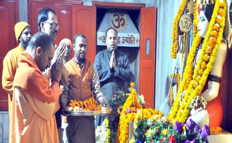 #Mahasivratri: सीएम योगी ने की गोरखनाथ मंदिर में भगवान शिव की पूजा-अर्चना और रुद्राभिषेक