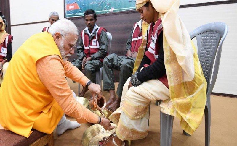 अपनी निजी बचत में से PM मोदी ने कुंभ सफाई कर्मचारी फंड में दान किए 21 लाख रुपए