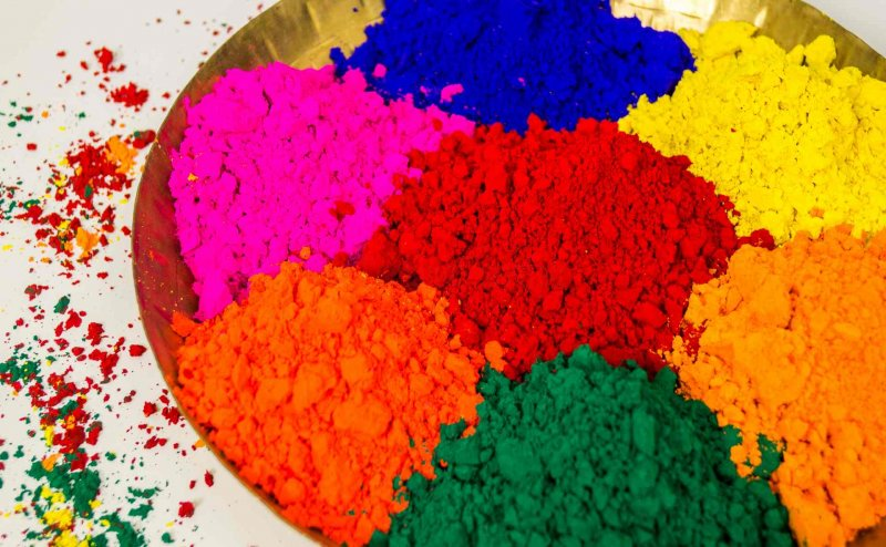 Holi 2019: कौन सा रंग चमकाएगा आपकी किस्मत, जानिए कौन सा रंग आपके लिए है शुभ और कौन अशुभ