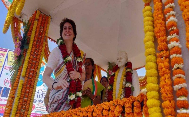 Lok Sabha Election 2019: शास्त्री की मूर्ति पर प्रियंका ने चढ़ाई माला, तो भाजपाइयों ने गंगा जल से किया शुद्धिकरण