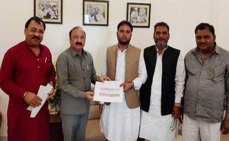 Lok Sabha Election 2019: गठबंधन में सेंध, कांग्रेस में शामिल हुए SP-BSP के 4 पूर्व विधायक