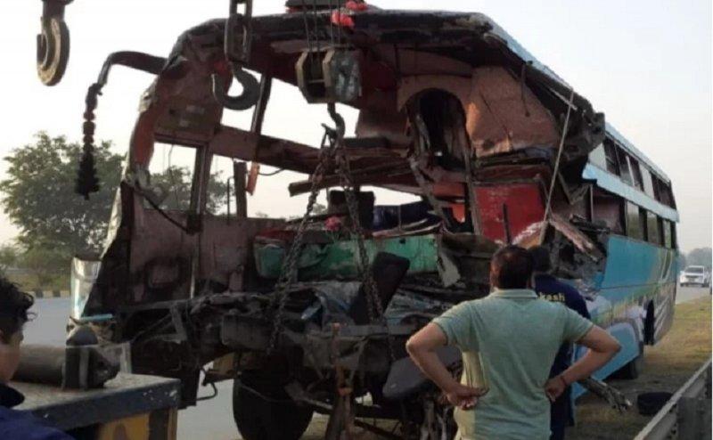 ग्रेटर नोएडा: यमुना एक्सप्रेसवे पर भीषण सड़क हादसा, 8 लोगों की मौत