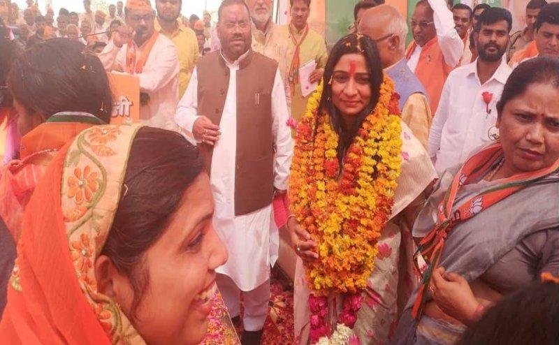 Lok Sabha Election 2019: बंदायू की BJP प्रत्याशी ने हलफनामे में छुपाई शादी की बात, SP में हैं पति