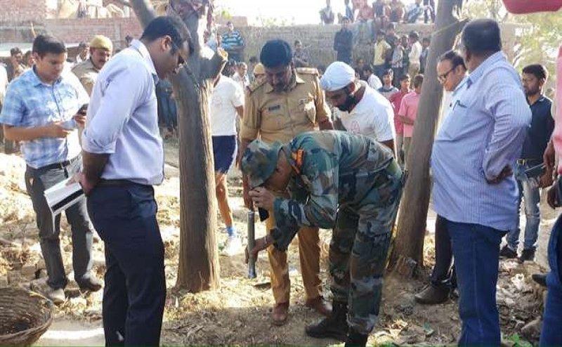 फर्रुखाबाद: 60 फीट बोरवेल में गिरी आठ साल की बच्ची, बचाव में जुटी सेना