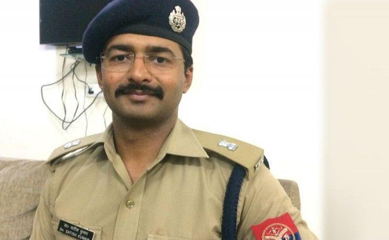 EC की अनुमति के बाद बाराबंकी एसपी सतीश कुमार सस्पेंड, 65 लाख रुपये वसूली का है आरोप