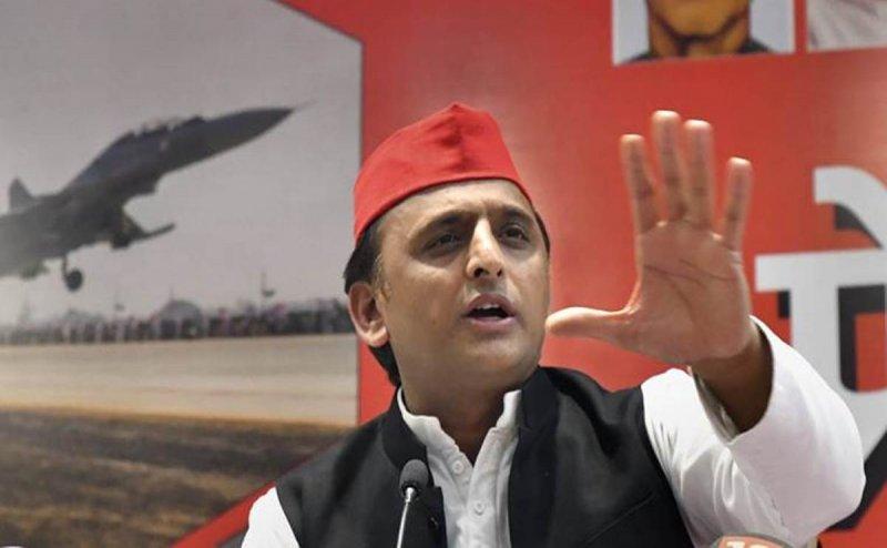निषाद पार्टी के NDA में शामिल होने पर अखिलेश का तंज, कहा- गोरखपुर सांसद को झोला भर प्रसाद मिला है