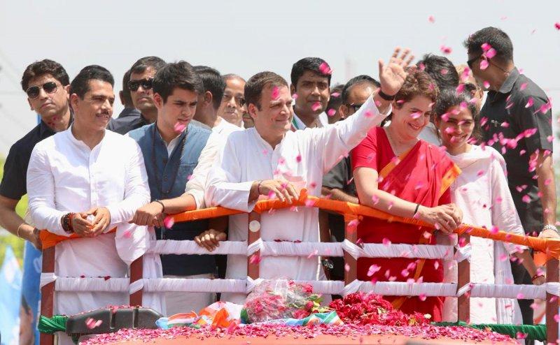 Lok Sabha Election 2019:  राहुल गांधी ने अमेठी से भरा नामांकन, पूरी फैमिली और करीबी थे साथ में