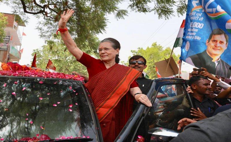 रायबरेली में बोलीं सोनिया गांधी- अजेय नहीं है पीएम मोदी, 2004 को मत भूलिए