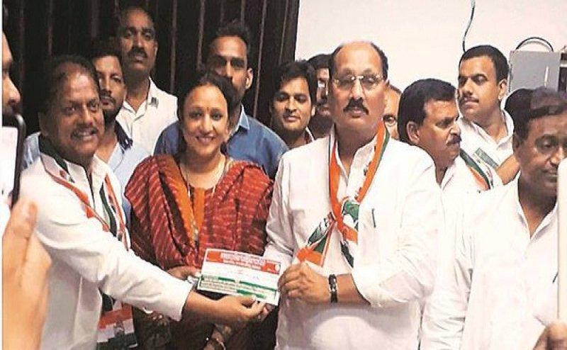 Lok Sabha Election 2019: आजमगढ़ से BJP के पूर्व सांसद रमाकांत यादव ने थामा कांग्रेस का 'हाथ'