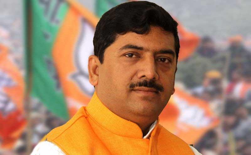 जूता मारने वाले सांसद शरद त्रिपाठी का कटा टिकट, संतकबीर नगर से BJP ने प्रवीण निषाद को दिया टिकट