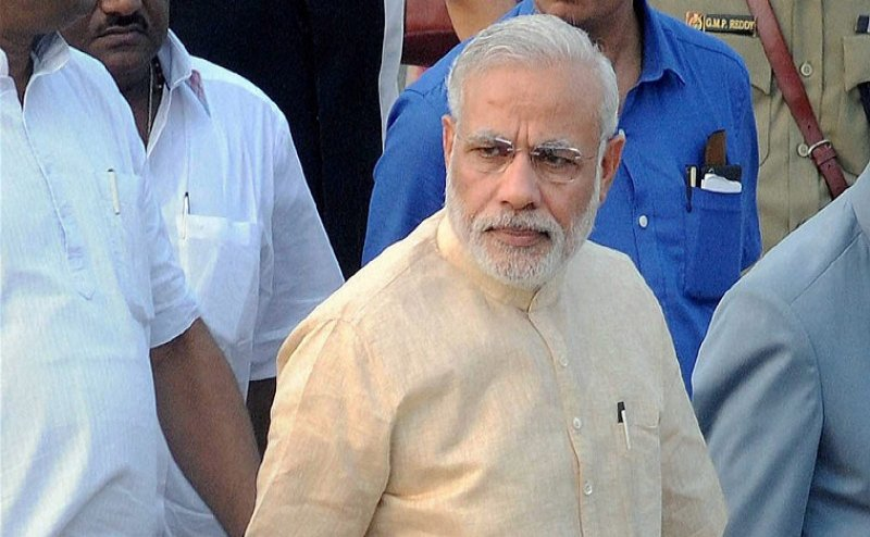 PM मोदी के काफिले की लेना चाहता था तलाशी, चुनाव आयोग ने IAS अधिकारी को किया सस्पेंड
