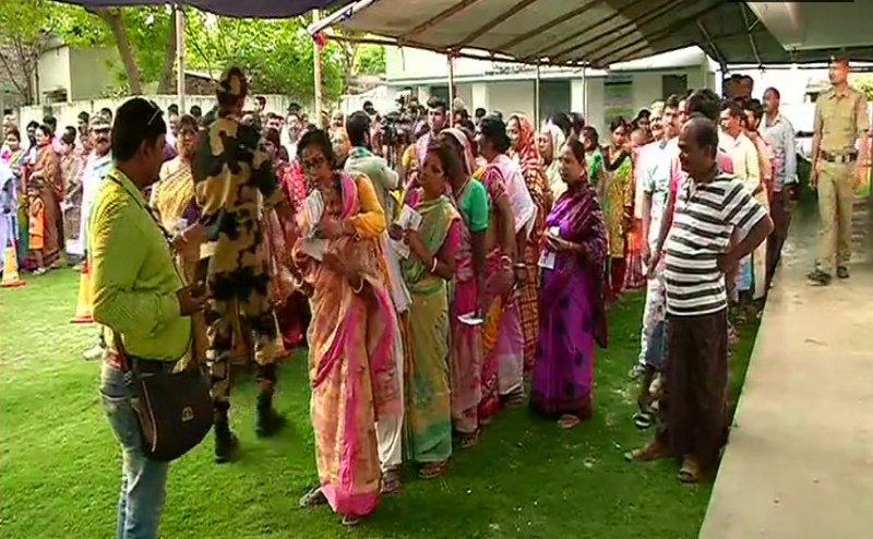 Lok Sabha Election 2019: तीसरे चरण की 116 सीटों पर मतदान शुरू, राहुल गांधी, अमित शाह समेत कई दिग्गज मैदान में
