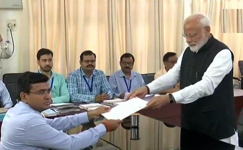 PM मोदी ने वाराणसी से किया नामांकन, NDA के सभी दिग्गज नेता थे मौजूद
