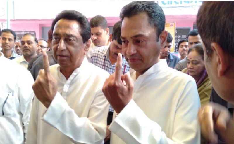 Lok Sabha Election 2019: छिंदवाड़ा में CM कमलनाथ ने बेटे नकुलनाथ के साथ डाला वोट