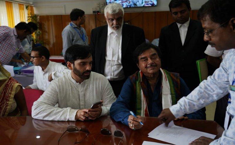 Lok Sabha Election 2019: मेगा रोड शो के बाद शत्रुघ्न सिन्हा ने पटना साहिब सीट से किया नॉमिनेशन