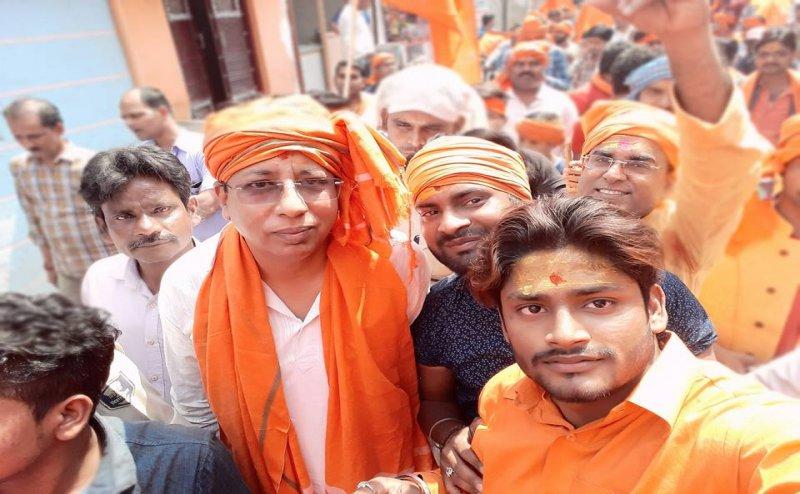 बिहार में बूथ के बाहर BJP सांसद पर जानलेवा हमला, बचाव में हवाई फायरिंग