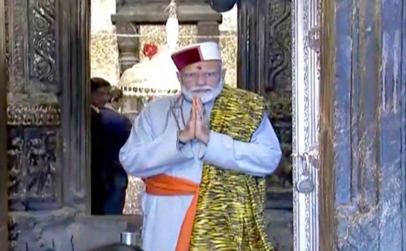 पारंपरिक गढ़वाली पोशाक में केदारनाथ पहुंचे PM मोदी, किया बाबा केदार का रुद्राभिषेक
