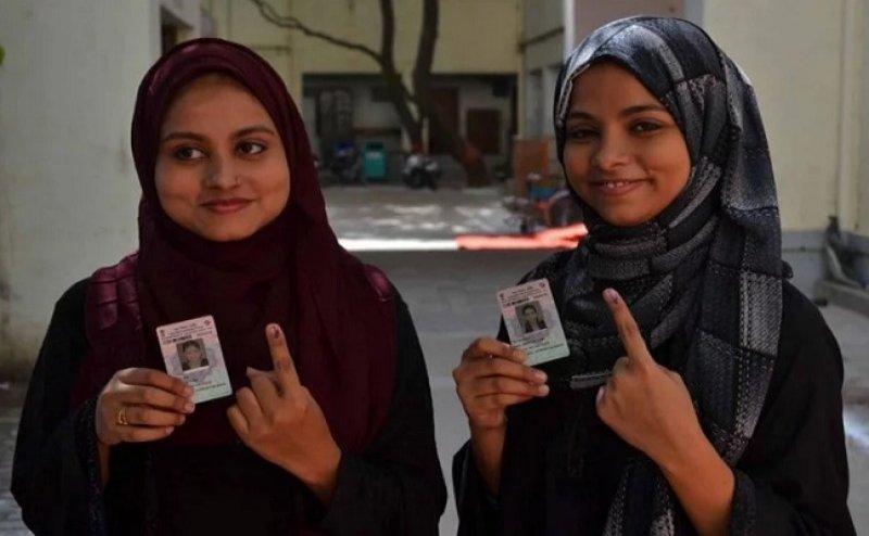 Lok Sabha Election 2019: पाकिस्तान में जन्मी दो बहनों ने वाराणसी में किया मतदान, दोनों की कहानी है काफी इमोशनल