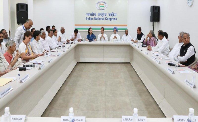 राहुल गांधी ने पेश किया इस्तीफा! कांग्रेस वर्किंग कमेटी ने किया अस्वीकार