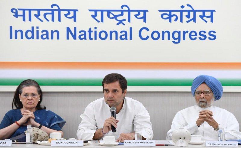 इस्तीफे पर अड़े हैं राहुल गांधी, बोले- गांधी परिवार से नहीं हो अगला अध्यक्ष, CWC ने इस्तीफे को ठुकराया