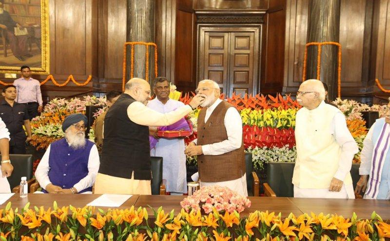 Modi की शपथ से पहले ये हैं 10 बड़े सस्पेंस! Team Modi में कौन-कौन?